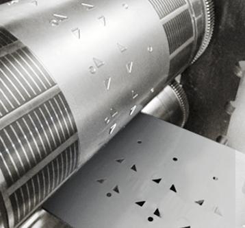 Etik Ouest Converting, conception et fabrication d'étiquettes techniques et RFID, Converting, Découpe partielle, évidement, adhésivage, complexage multi-matériaux, impression